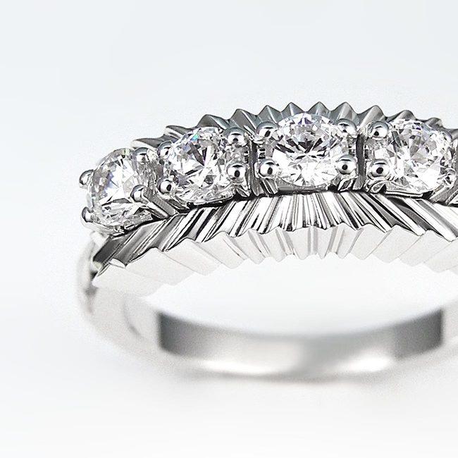 ekstravaganten prstan belo zlato poljubni kamni zoom