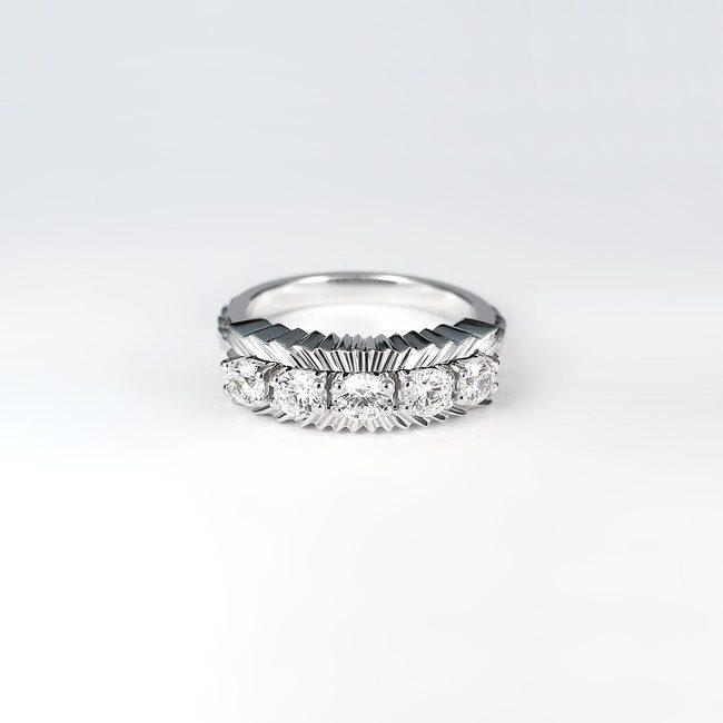 unikaten ekstravaganten prstan belo zlato kamni