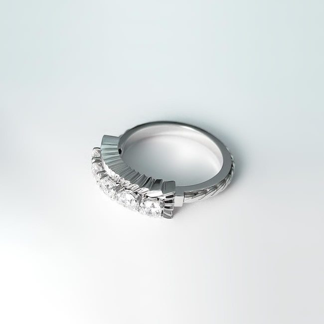ekstravaganten prstan zlato kamni