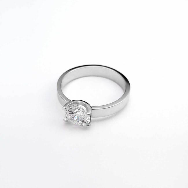 zaročni prstan oblika U zlato