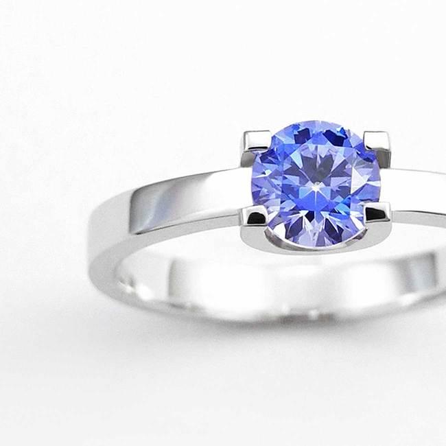zaročni prstan oblika U belo zlato modri cirkon