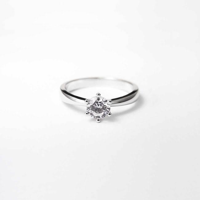 minimalistische verlovingsring 6 tanden diamant