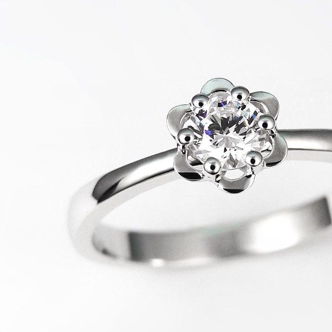 zaročni prstan oblika cveta belo zlato in diamant