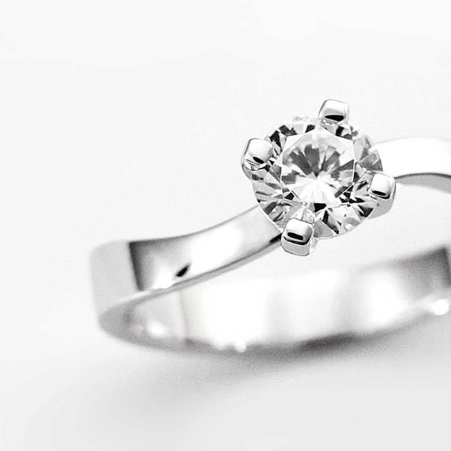 prstan zavite oblike belo zlato diamant povečava