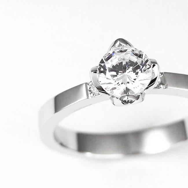 prstan zaročni roznat okvir kamna povečava