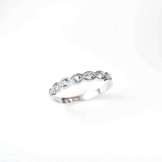 zaročni prstan diamanti belo zlato vijugasto enostaven