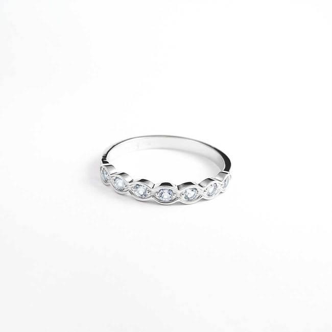 zaročni prstan diamanti belo zlato enostaven vijugasto naraven