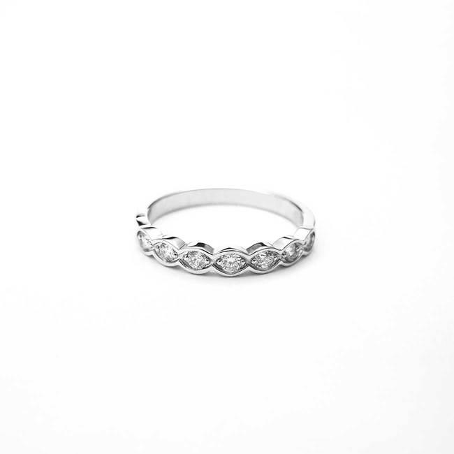 zaročni prstan diamanti belo zlato oblika lista