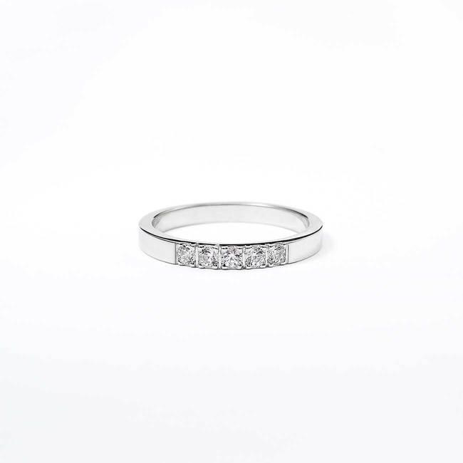 zaročni prstan belo zlato diamanti minimalističen