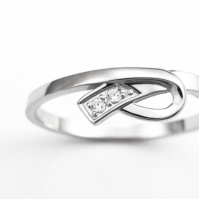 zaročni prstan belo zlato diamanti všečna pentlja povečava