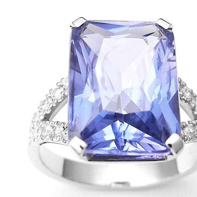 zaročni prstan velik pravokotni kamen cirkoni povečava