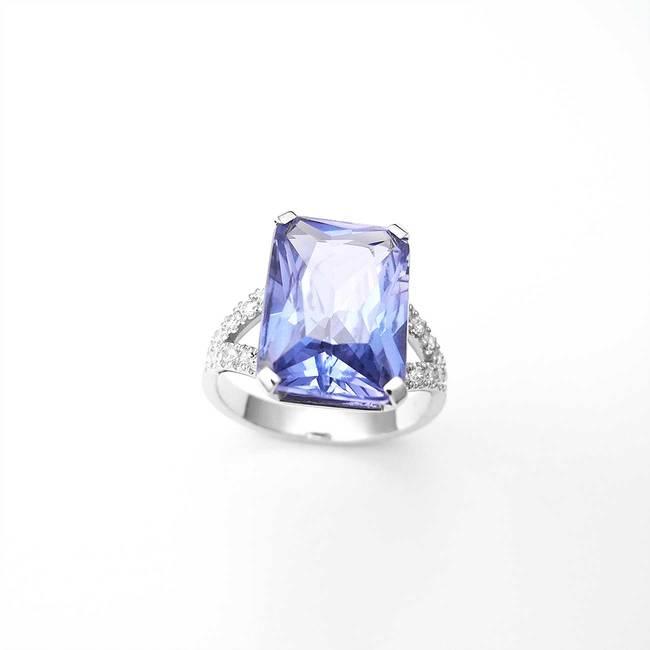 zaročni prstan velik pravokotni kamen cirkoni