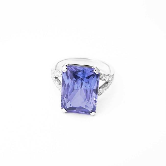 zaročni prstan velik pravokotni ametist diamanti
