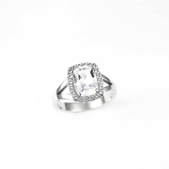 bague de fiançailles halo avec topaze blanche et diamants