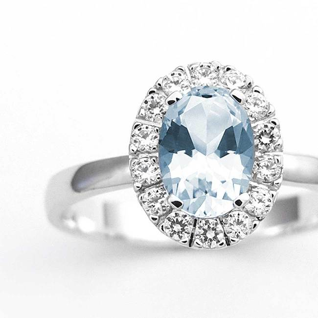 prstan ovalni veliko kamnov belo zlato cirkoni modri topaz povečava