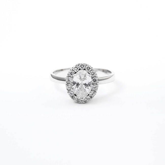 zaročni prstan ovalni zlato poldragi kamni