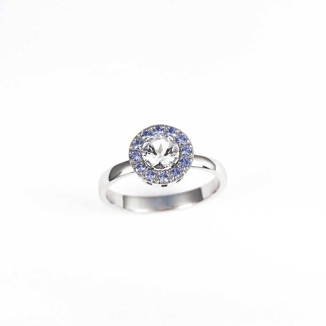 zaročni prstan okrogel modri safirji topaz diamanti
