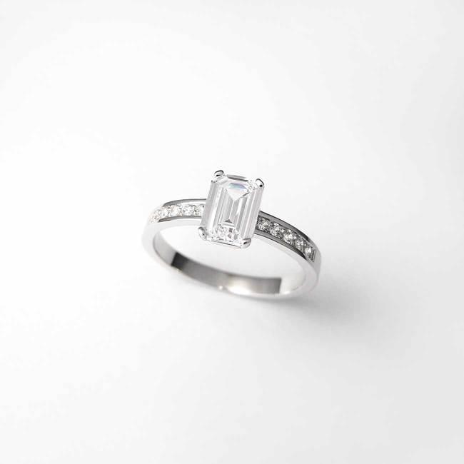pstan zaročni pravokotni kamen emerald diamanti poldragi kamni