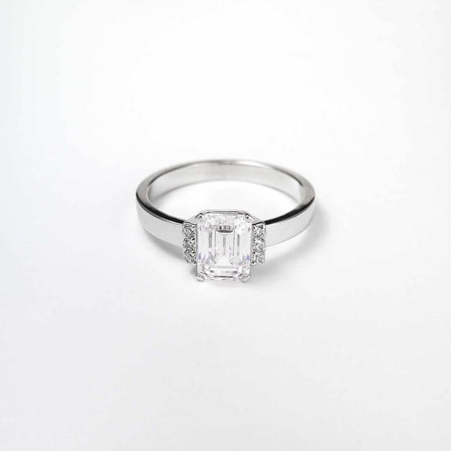prstan zaročni emerald 5x7 stranski kamni topazi