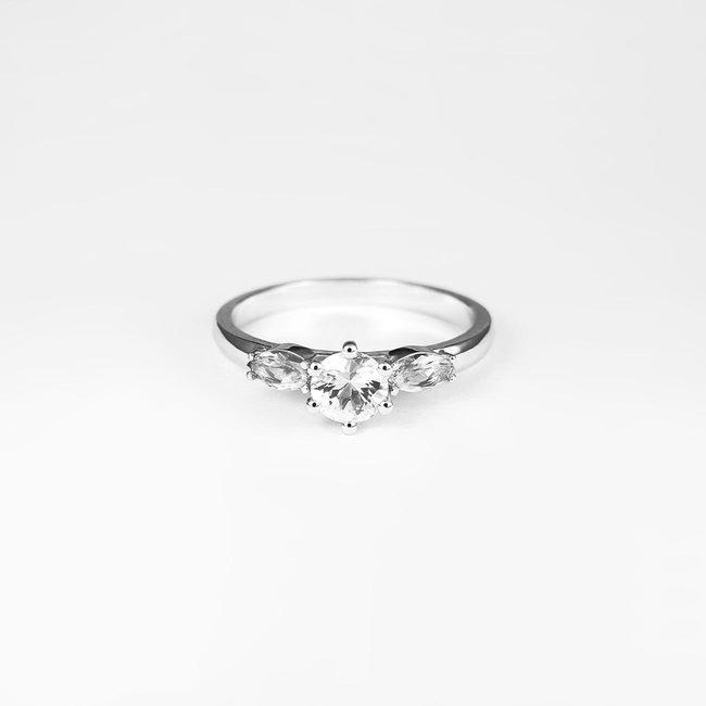 prstan zaročni okrogel špičast kamen kombinacija