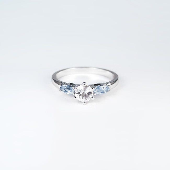 prstan osrednji kamen in stranska marquise topaz