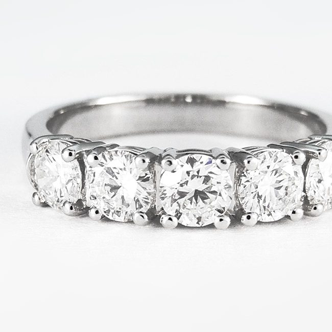 bague 1ct cinq diamants en ligne gros plan