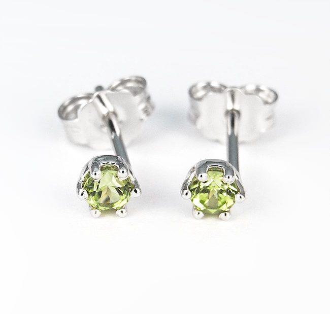 enostavni uhani belo zlato zelen peridot