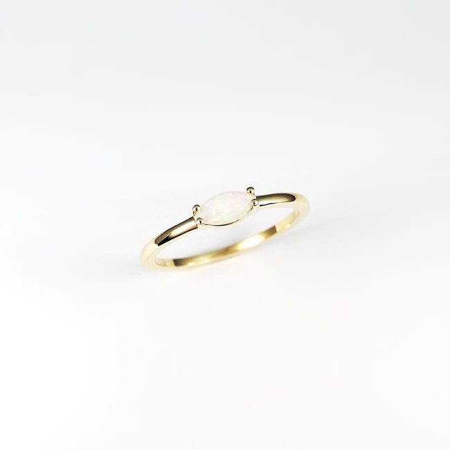 ring goud marquise steen modern design wit opaal