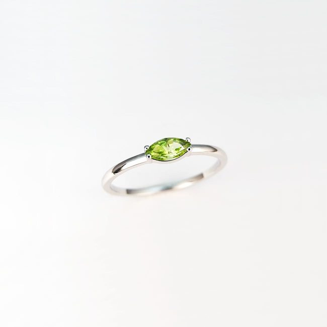 minimalistisches ringband gold peridot marquise