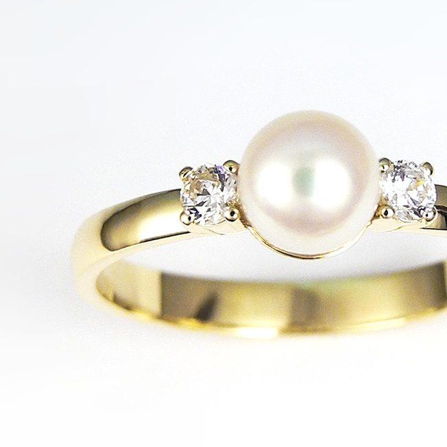 prstan perla rumeno zlato diamanti ob strani