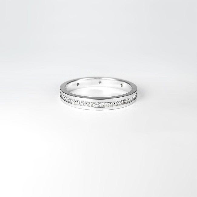 poročni prstan millgrain po sredini s kamni