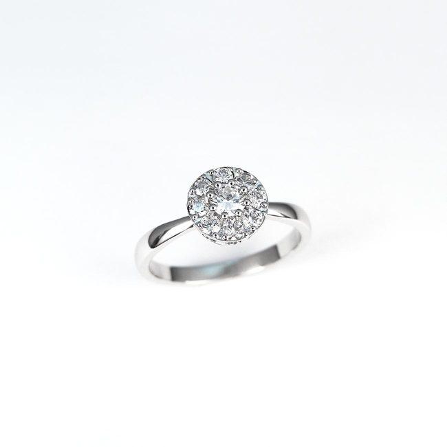 zaročni prstan belo zlato diamanti mini halo