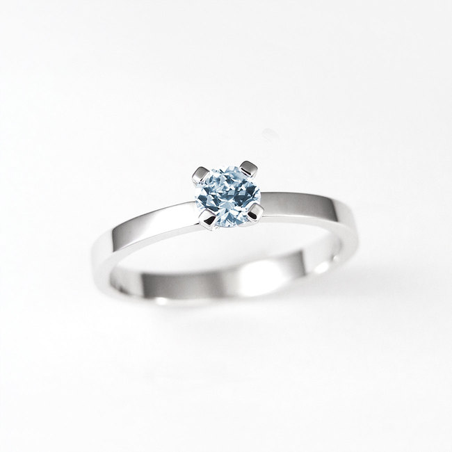 light blue topaz ring in white gold
