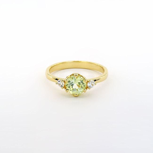 prstan rumeno zlato in svetlo zelen chrysolit