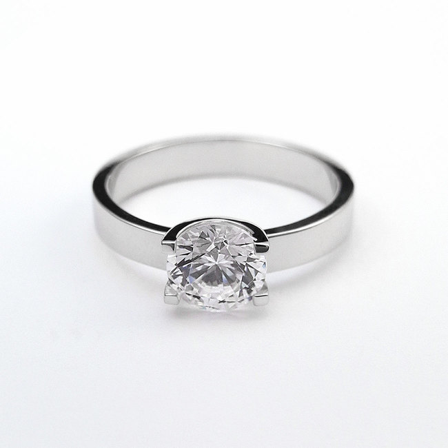 engagement ring U shape white stone closeup