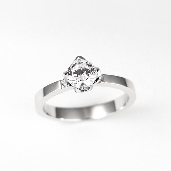 beautiful ring with petal prongs engagement