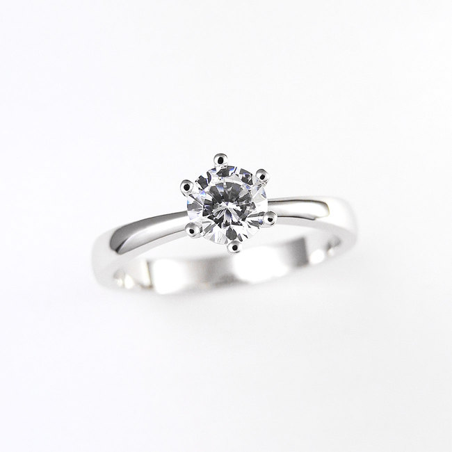 minimalist engagement ring six prongs diamond
