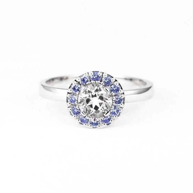 zaročni prstan okrogel safirji topaz diamanti halo kamen modri