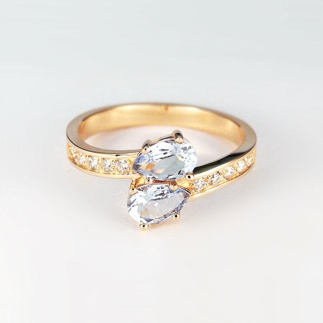 zaročni prstan roza zlato cirkoni diamanti poldragi kamni romanticno zavito roza topaz moder