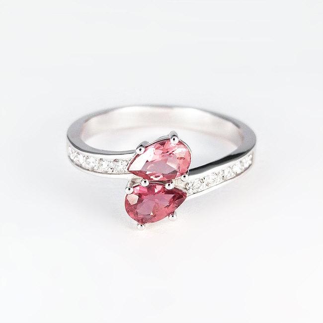 zaročni prstan belo zlato cirkoni diamanti poldragi kamni romanticno zavito roza topaz moder rodolit turmalin