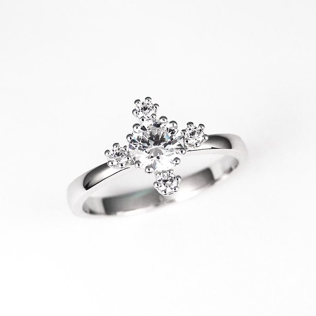 engagement ring sparkly modern