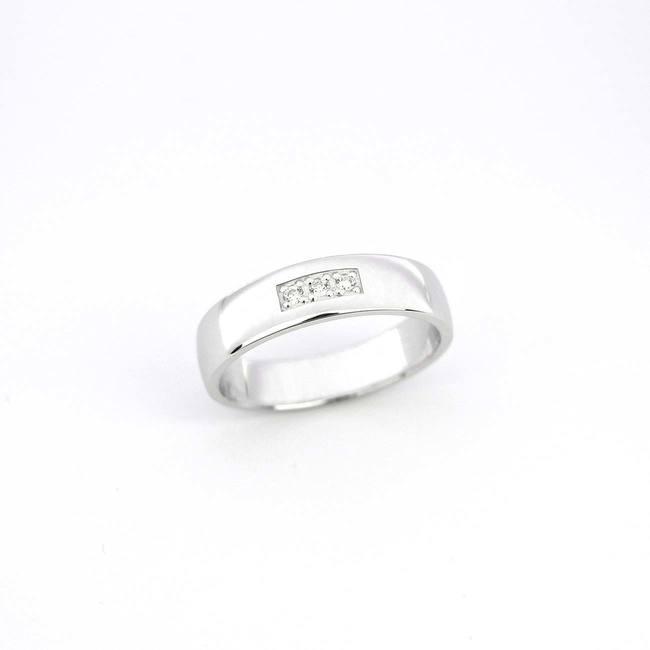 sirok poročni prstan trije diamanti