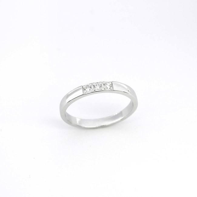 poročni prstan trije večji diamanti