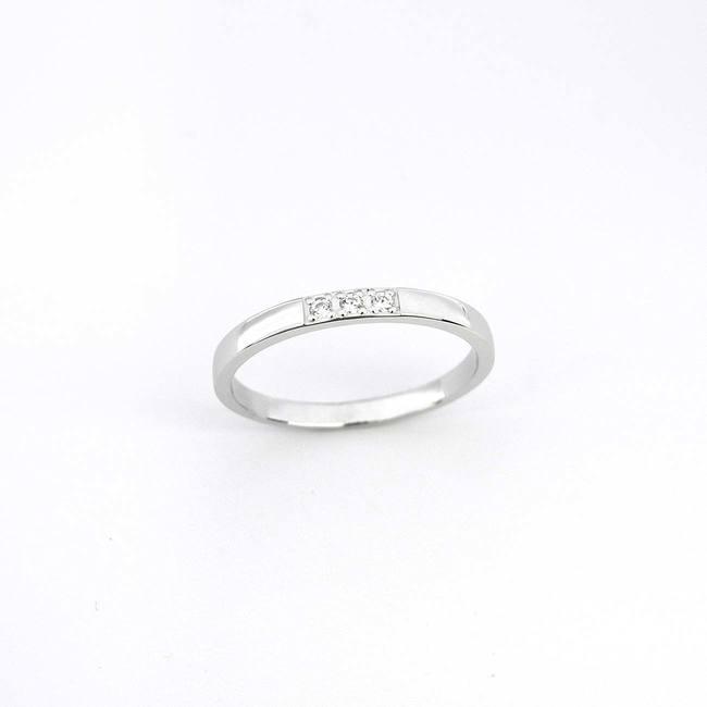 poročni prstan trije diamanti