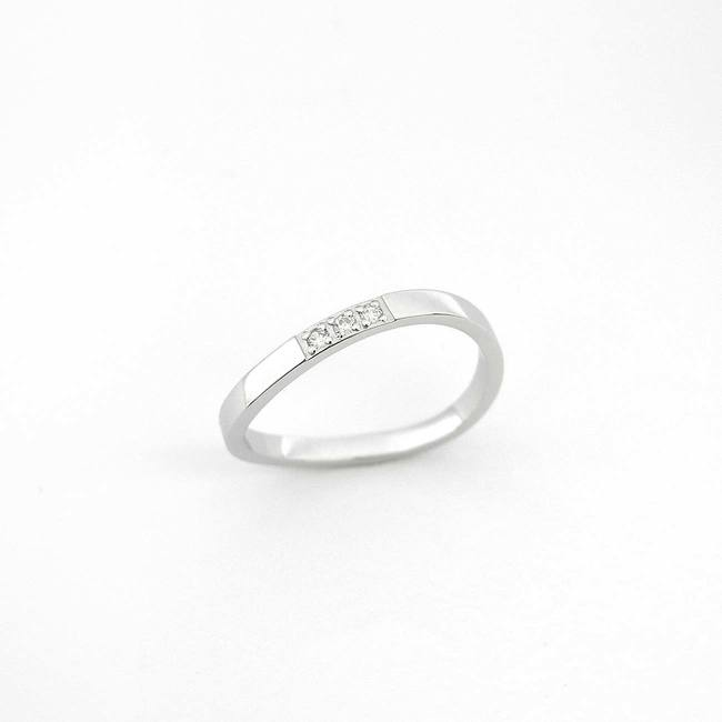 poročni prstan vijugast trije diamanti