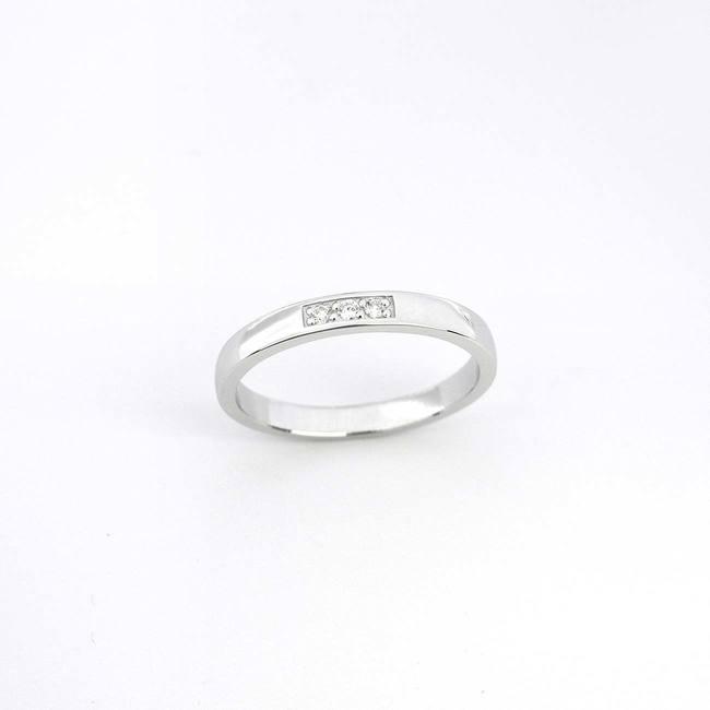 trije diamanti poročni prstan