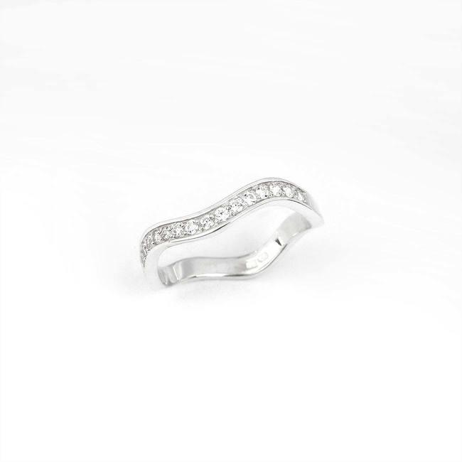 poročni prstan ženski vijugast z robom in cirkoni