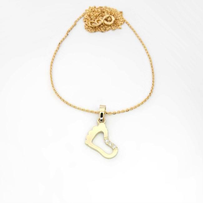 pendentif baby foot en or jaune avec trois diamants