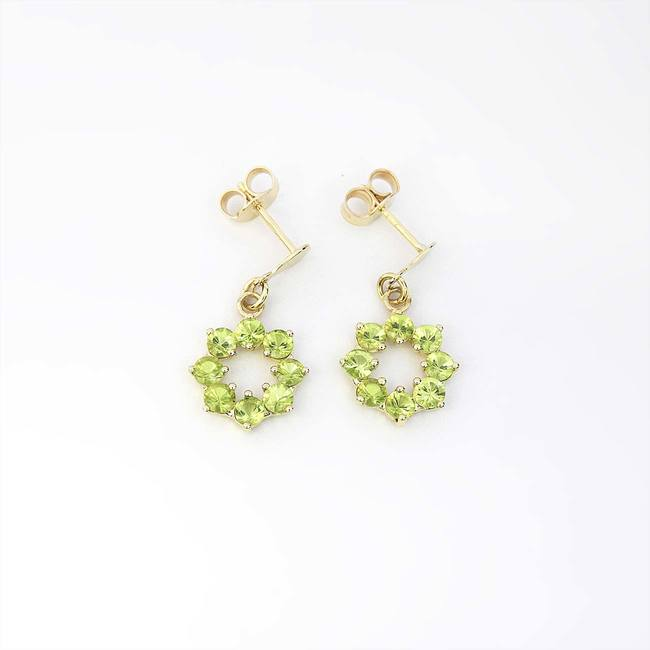 gold round earrings with peridot stones yellow gold