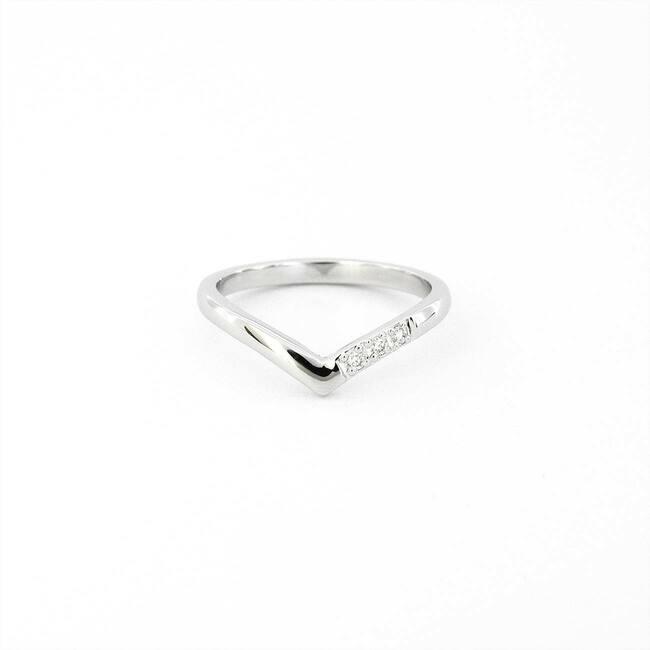 anello minimal a punta in oro bianco con diamanti